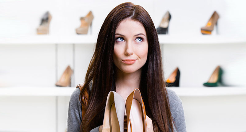 Vas al centro comercial a comprar unos zapatos que necesitas...
